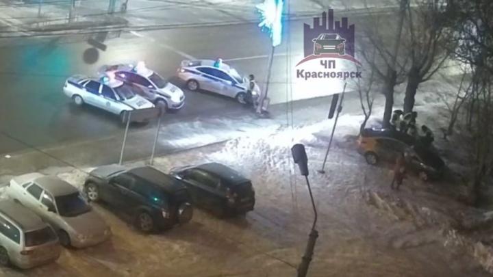 Пьяный парень на машине от «Делимобиль» с тремя пассажирками удирал от трех патрульных авто