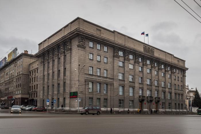 Перебои с электроэнергией оставили без света часть здания мэрии Новосибирска на Красном проспекте