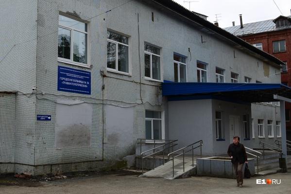 Пуля задела руку мужчины, который перевозил 30 миллионов рублей