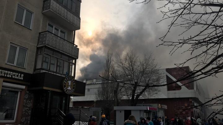 Трое детей погибли при пожаре в торговом комплексе в Кемерово