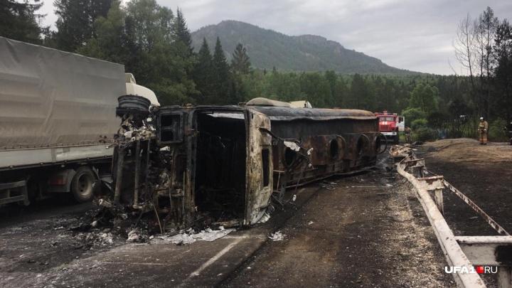 У водителя 70% ожогов: на трассе в Башкирии сгорел бензовоз, момент попал на видео