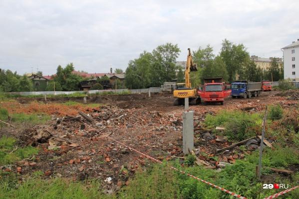 Раньше эта территория принадлежала Михайло-Архангельскому монастырю