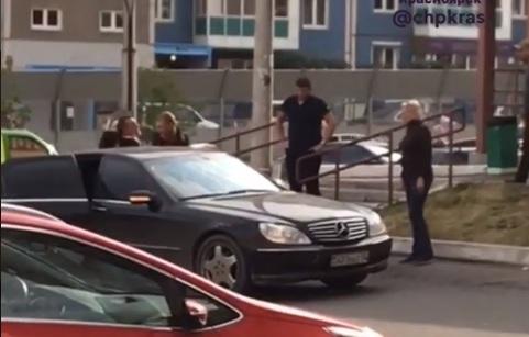 В Покровском на глазах очевидцев похитили мужчину и посадили в чёрный тонированный «Мерседес»