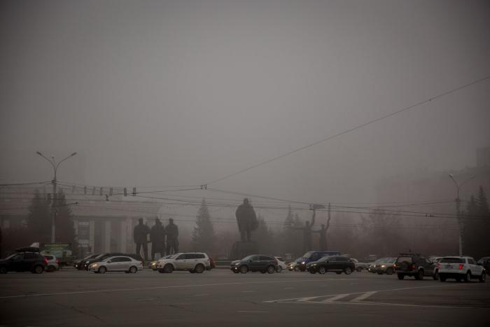 Наш фотограф Александр Ощепков сфотографировал центр города около 8:30 —оперный театр и мэрия скрылись в тумане