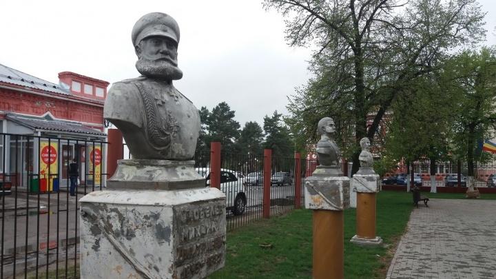 В Волгоградской области на Аллее Героев «полысели» памятники героям-казакам