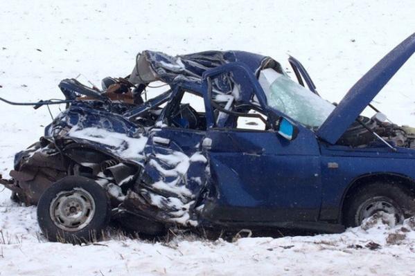 Водитель легковушки погиб, а его пассажир в реанимации