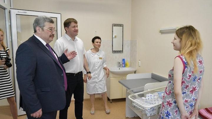 В Самаре поздравили маму первого малыша, родившегося в День России
