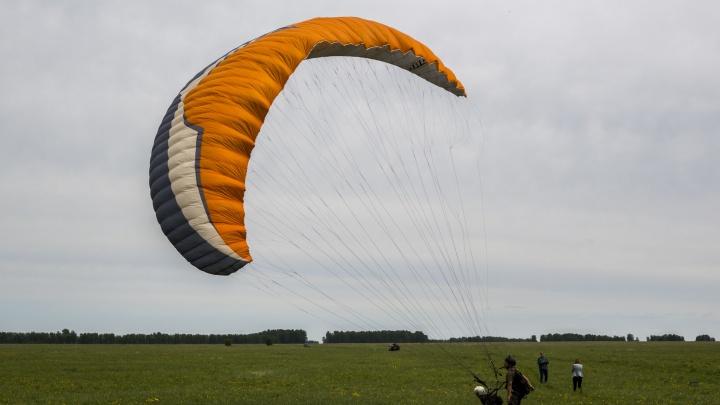 Теперь официально: парапланеристы открыли летний сезон полётов