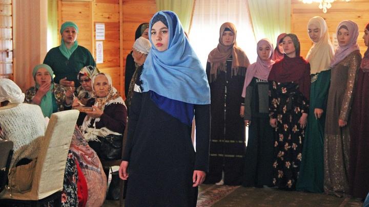 В новосибирской мечети устроили показ мод