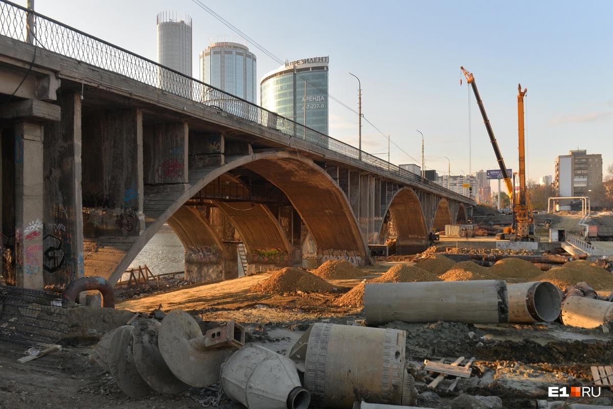 Последняя реконструкция моста длится уже три года