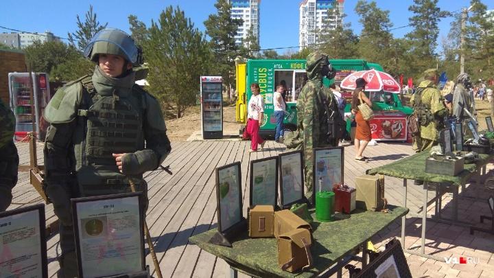 В ЦПКиО Волгограда выставили военную технику