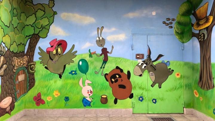 Известный художник разрисовал ярославские подъезды: где смотреть рисунки