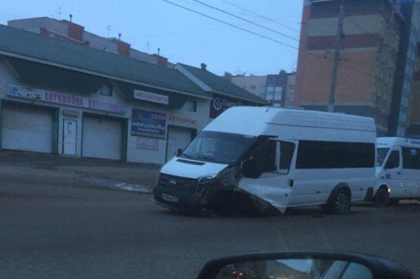 На место происшествия приехали сотрудники ГИБДД и скорая помощь