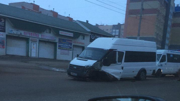 В Башкирии Daewoo Nexia врезалась в маршрутку