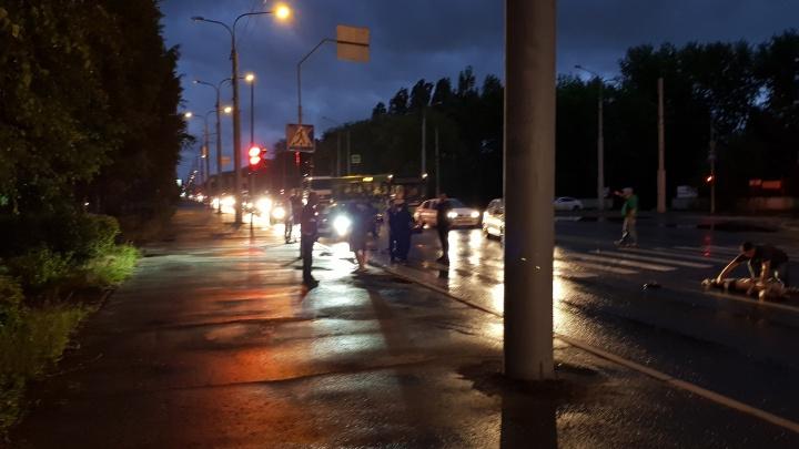 На Республики на пешеходном переходе сбили двух человек
