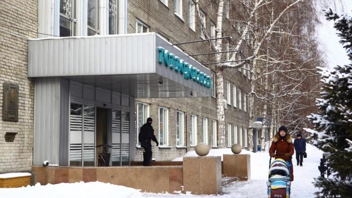 Обыски в «Горводоканале»: оперативники вынесли из здания документы и технику в чёрных пакетах