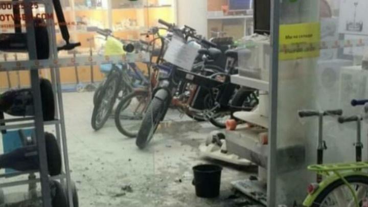 «Взорвался аккумулятор от гироскутера»: уфимец напугал посетителей торгового центра «Сипайловский»