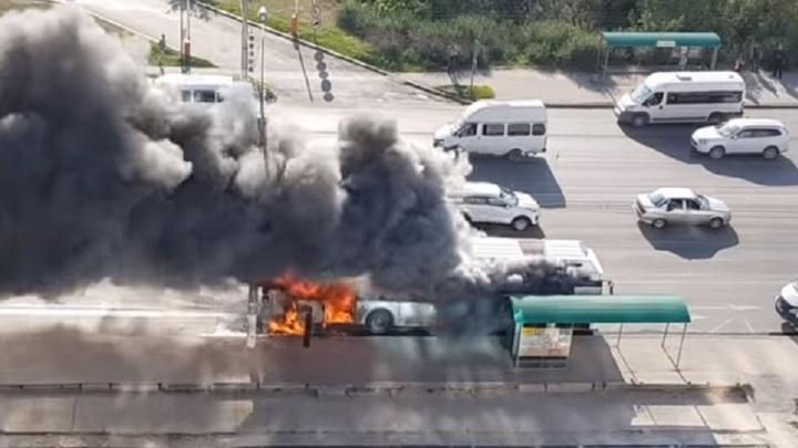 Специальная комиссия займётся установлением причины возгорания автобуса в Волгограде