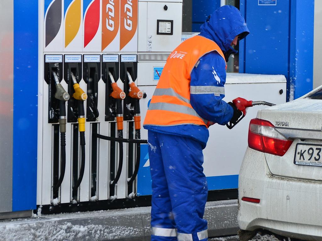 Крупные нефтяные компании подписали соглашение с правительством и обязаны выдерживать цены на уровне, заданном отдельно для каждого региона