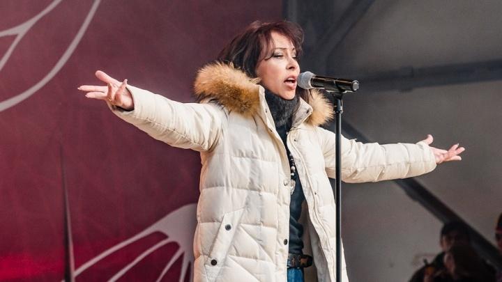 Марина Хлебникова поздравила пермяков с «Крымской весной»: фоторепортаж с концерта в парке Горького
