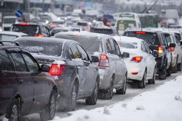 В целом уровень пробок на дорогах Новосибирска к 9:30 достигал 8 баллов