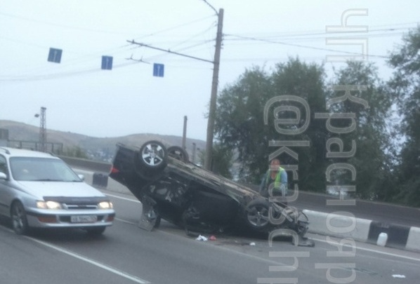 Пьяный водитель перевернул «Аккорд» на Тотмина и вывалился в открытую дверь