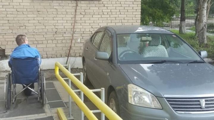 «Я паркуюсь как...»: топ самых отъявленных автохамов года