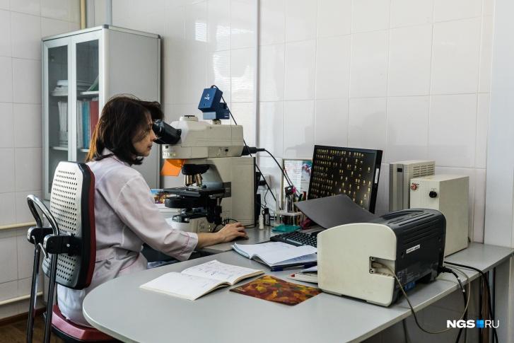 Это микроскоп, который в том числе делает фотографии