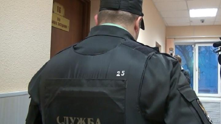 Пермяк ударил судебного пристава, пытаясь украсть папку с делом из здания суда