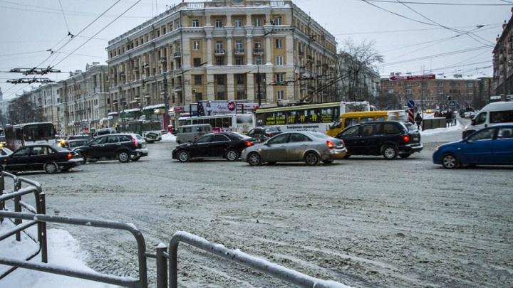 Метель и гололёд: из-за непогоды Челябинск сковали автомобильные пробки
