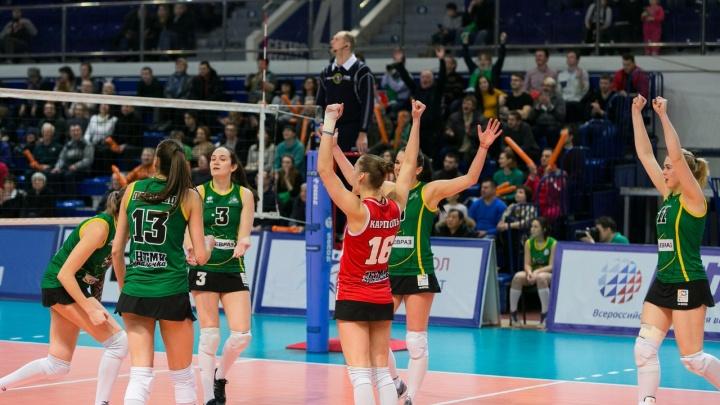 «Уралочка» победила соперниц из Подмосковья и вышла в полуфинал женской волейбольной Суперлиги