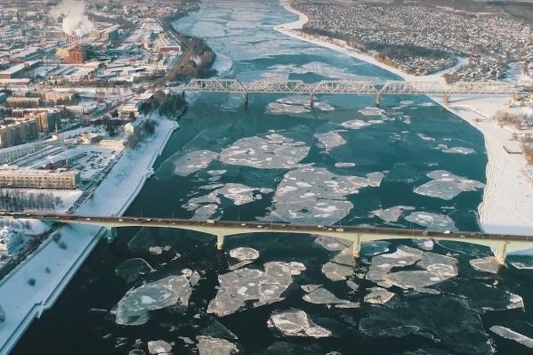 Волга с высоты птичьего полёта выглядит завораживающе