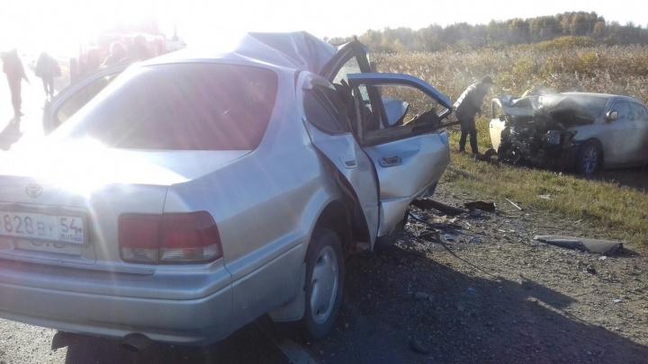 Две «Тойоты»сошлись в лобовом ДТП на трассе: погиб один человек
