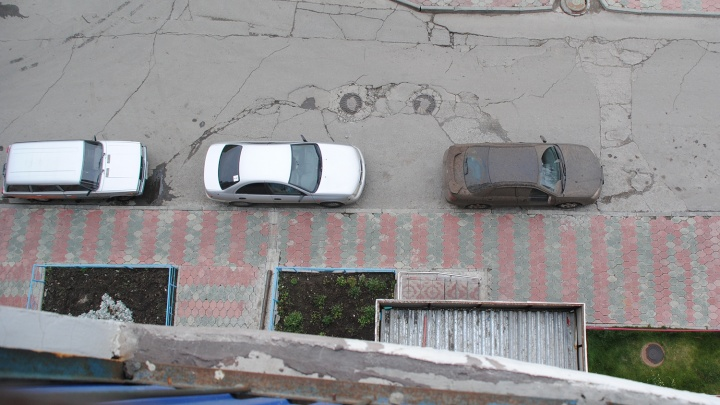 Мужчина выпал с 12-го этажа дома на улице Кирова