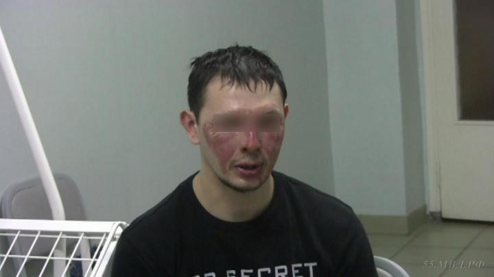 Появилось видео допроса омича, который поджёг свою квартиру на 7-й Линии