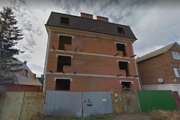 Дом в переулке Хоперский признан самозастроем в 2016 году