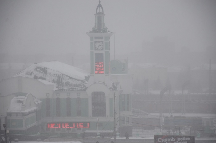 Метели, снежные заносы и усиление ветра в Новосибирске ждут завтра днём