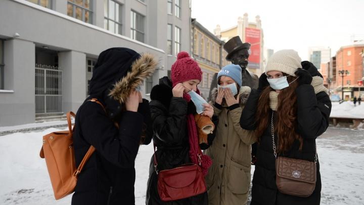 В Екатеринбурге решили раздать пять тысяч медицинских масок на фоне паники вокруг коронавируса