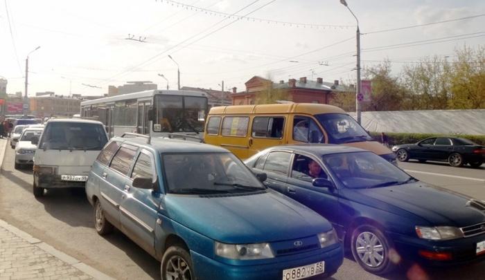 Небывалой длины пробка от Николаевской сопки до центра парализовала город