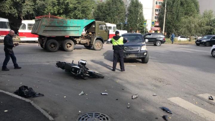 «Осколки байка разметало по дороге»: на Ставропольской разбился мотоциклист