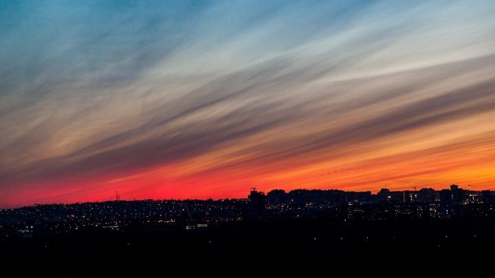 Фотограф полгода снимал закаты с 16-го этажа. Публикуем самые шикарные кадры