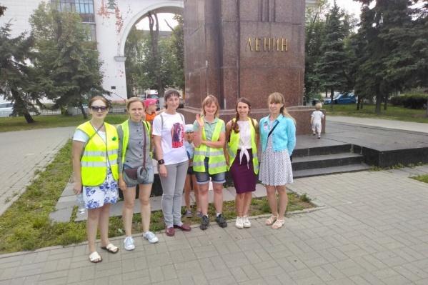 До этого к памятнику Ленину люди приходили стоять в пикетах в поддержку Шиеса