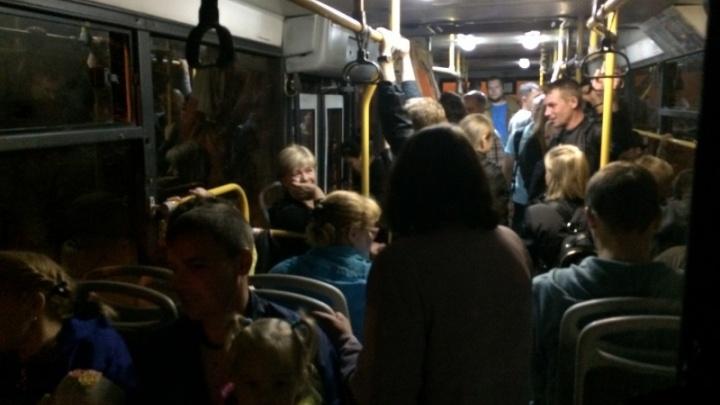 «Толпы, пьяные, неадекваты»: водитель автобуса — о том, каково развозить людей после Дня города