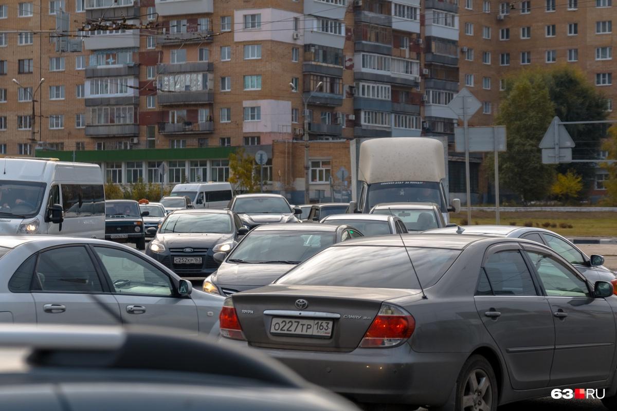 Штраф для водителей шумных машин уже есть в федеральном законе — 500 рублей