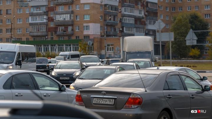 В Самарской области водителей предложили штрафовать за шум под окнами домов