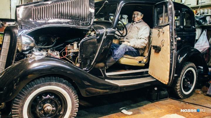 Омский пенсионер отреставрировал «воронок» 1939 года