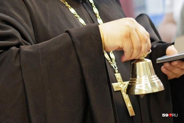 Батюшку из женского монастыря обвинили в угоне машины и краже сумки в ТРК «Семья»