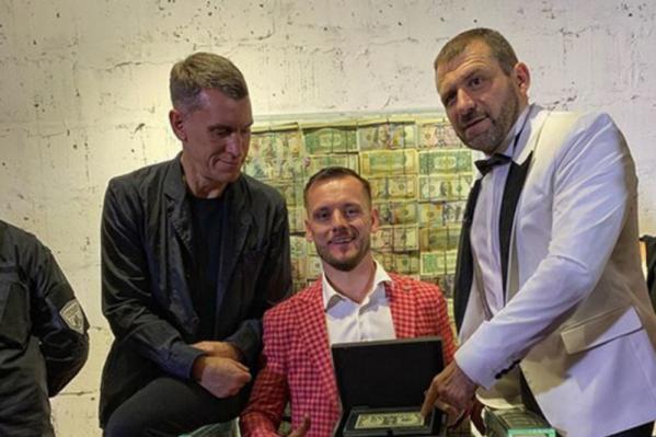 Игорь Рыбаков (справа) занимает 78-е место в списке Forbes и является одним из самых публичных миллиардеров России