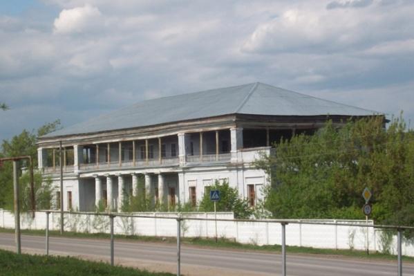 Площадь здания —1528 кв. м