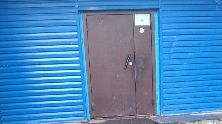 Полиция поехала проверять новосибирскую школу с закрытыми дверями